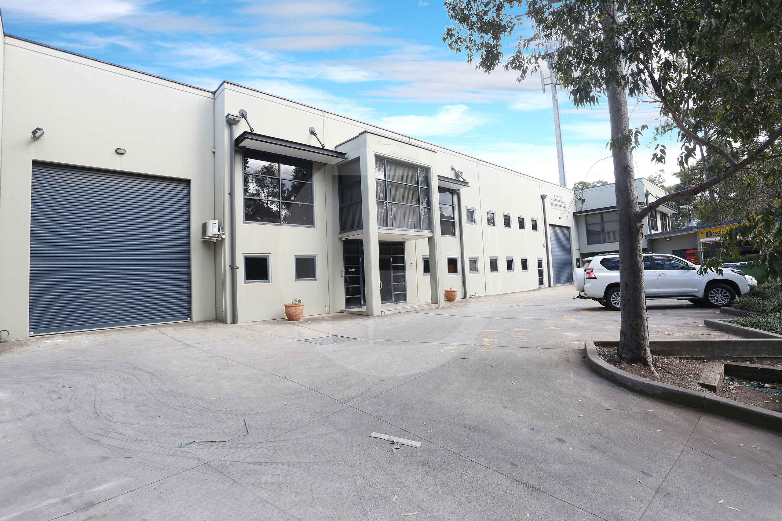 INDUSTRIAL UNIT WITH MAIN ROAD EXPOSURE   RIVERSTONE