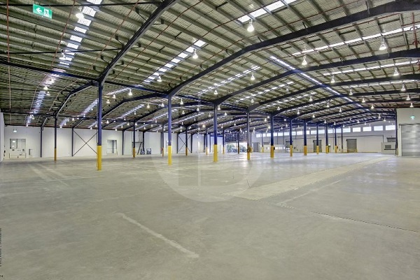 STRATEGICALLY POSITIONED FACILITY NEIGHBOURING THE M4 WITH SUPERIOR TRUCK ACESS AND LOADING DECKS