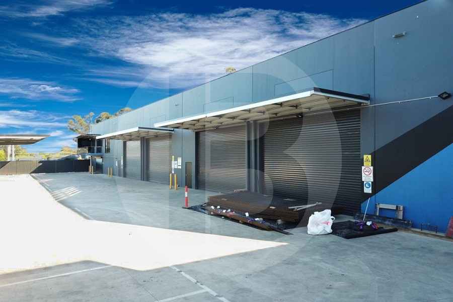 CLEAN INDUSTRIAL WAREHOUSE | RIVERSTONE